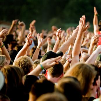 Foule de spectateurs à un concert